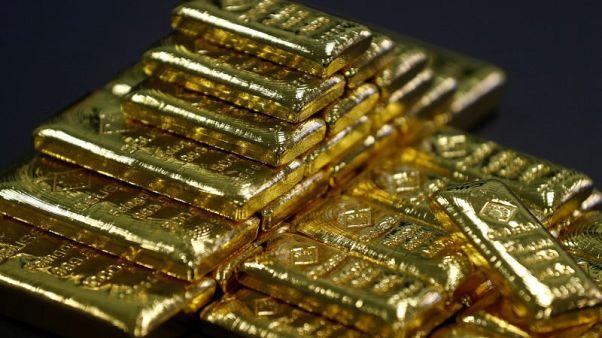 الذهب يرتفع مع تراجع الدولار من مستويات مرتفعة