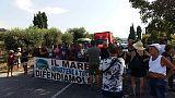 Bloccata statale 18,protesta mare sporco