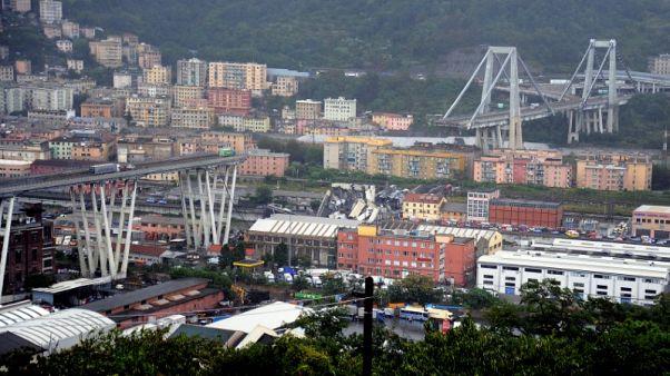 مسؤول إيطالي: 22 قتيلا على الأقل في انهيار الجسر بمدينة جنوة