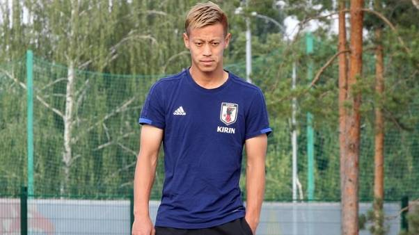 Soccer - Juggling Honda feels 'pressure' to perform for Victory