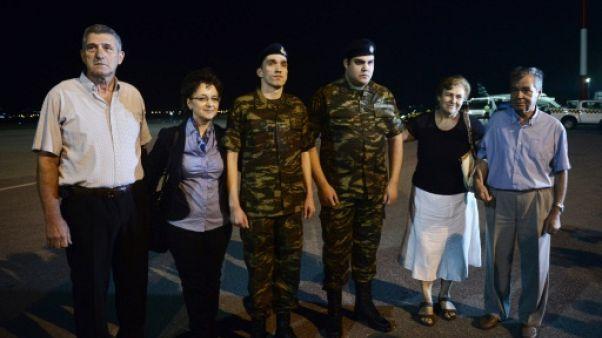 Retour en Grèce de deux soldats libérés d'une prison turque