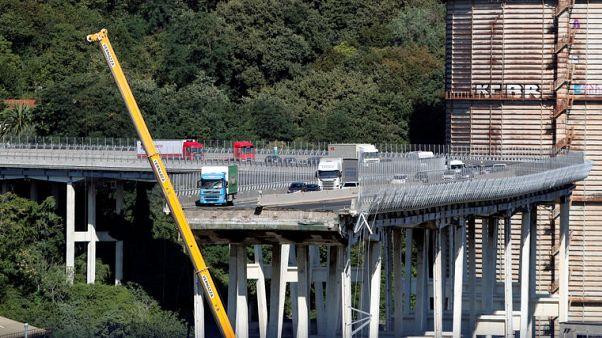 تصاعد الانتقادات للشركة المشغلة لجسر جنوة المنهار وارتفاع عدد القتلى