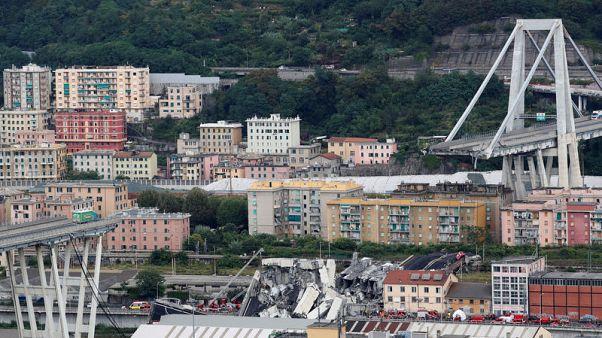 لاعب كرة سابق يصف نجاته من انهيار جسر في إيطاليا بالمعجزة