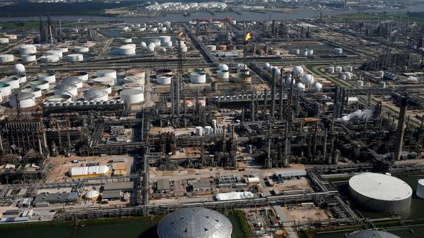 Texas, refineries urged to plan storm shutdowns to cut pollution
