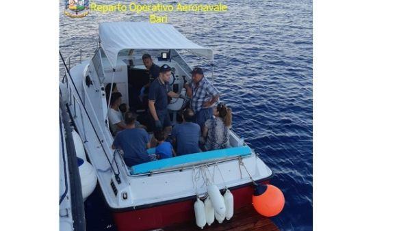 Migranti: in 24 su due barche in Salento
