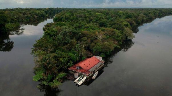 Une maison flottante à la réserve de Mamiraua, en Amazonie, le 26 juin 2018