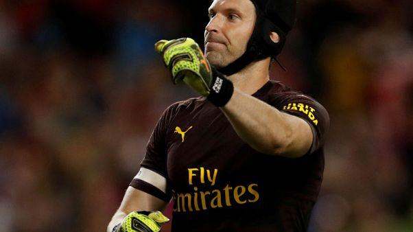 Emery keeps faith with Cech for Chelsea clash