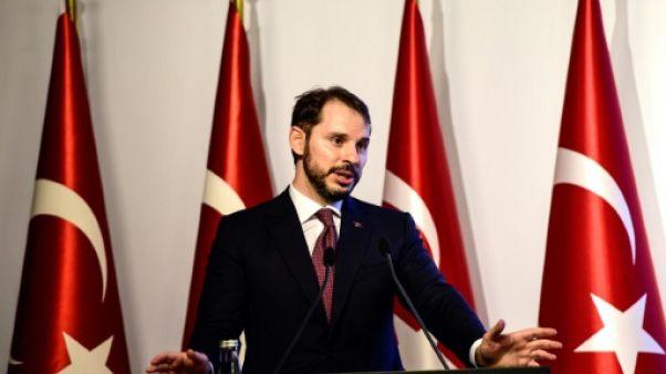 """La Turquie jure de sortir """"plus forte"""", écarte toute aide du FMI"""