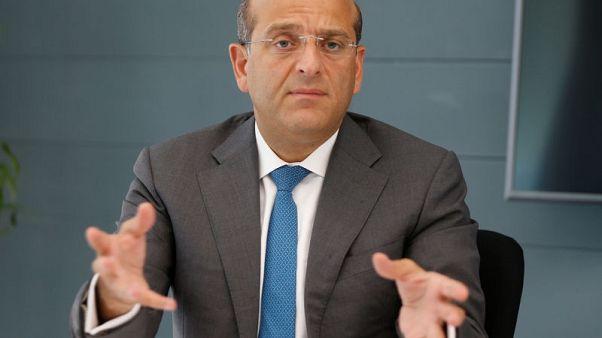 البنوك اللبنانية تسعى لجذب الدولارات للحفاظ على ربط العملة لكن الاقتصاد يتباطأ