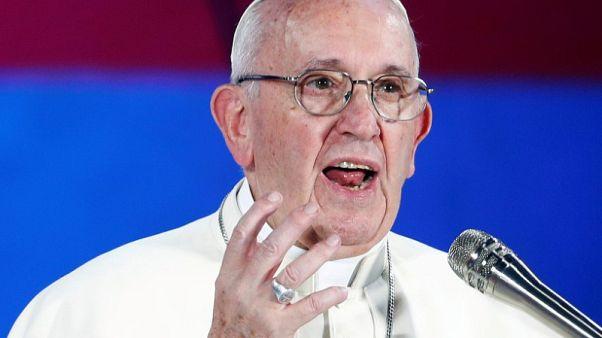 """الفاتيكان يعبر عن """"الخجل والأسف"""" بشأن ارتكاب قساوسة انتهاكات جنسية بأمريكا"""