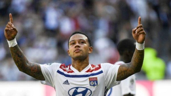 Ligue 1: Lyon a les crocs, attention à la pelouse