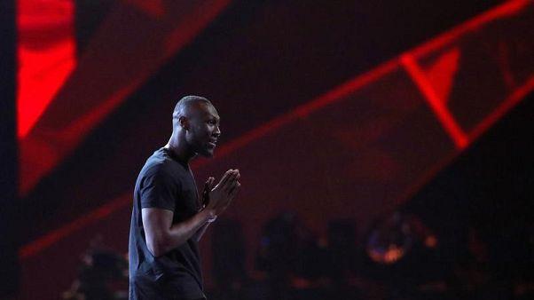 مغني الراب ستورمزي يتكفل بتعليم طالبين أسودين في جامعة كمبردج