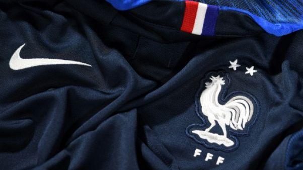 Equipe de France: file d'attente à la boutique de la FFF pour le maillot à deux étoiles