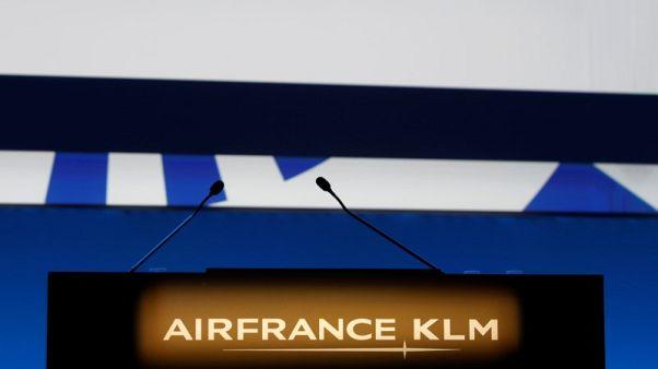 Air France-KLM shares fall, Dutch pilots threaten to strike