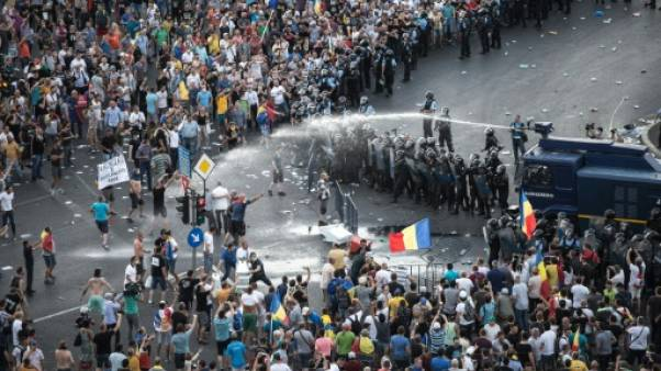 """Bucarest dénonce une """"tentative de renverser le gouvernement par la force"""""""