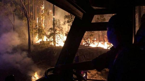 رياح قوية تؤجج حرائق غابات على الساحل الشرقي لاستراليا
