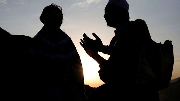 الحجاج يتدفقون على مكة استعدادا لمناسك الحج