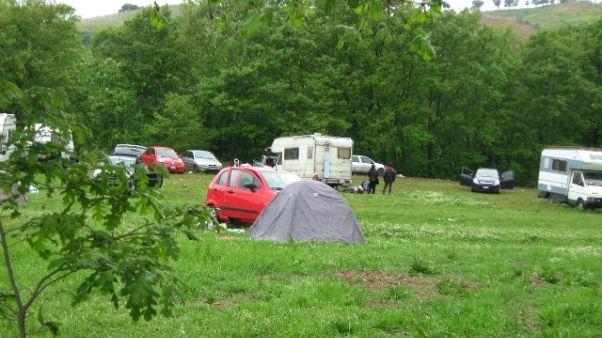 Camper senza freni su tenda a rave party