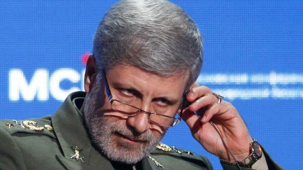 وزير: إيران ستكشف النقاب عن مقاتلة جديدة وتطور قدراتها الصاروخية