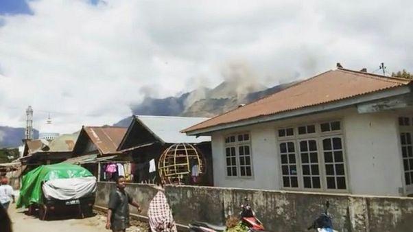 Series of quakes rocks Indonesia's Lombok, causing panic