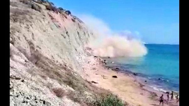 Crolla costone in spiaggia ad Agrigento