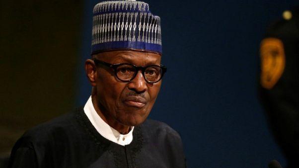رئيس نيجيريا يعود لبلاده بعد إجازة لأسبوعين في بريطانيا
