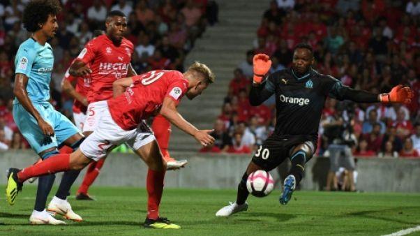 Marseille: Mandanda se blesse à Nîmes et et est remplacé par Pelé