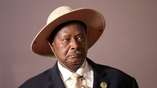 الشرطة الأوغندية تفرق محتجين في العاصمة مع استمرار الاضطرابات