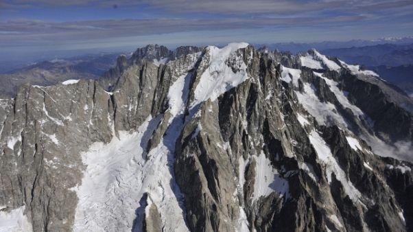 Cade per 600 metri su M.Bianco, morto