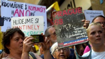 """Tchèques et Slovaques marquent le 50e anniversaire de l'écrasement du """"Printemps de Prague"""""""
