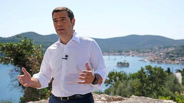 تسيبراس يصف خروج اليونان من آخر برامجها للإنقاذ بيوم التحرير
