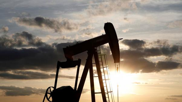 Oil rises on U.S. crude inventories, Iran sanctions worries