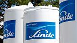 Linde says Praxair merger hits antitrust hurdle, talks continue