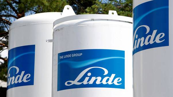 Linde says Praxair merger hits antitrust hurdle, talks continue
