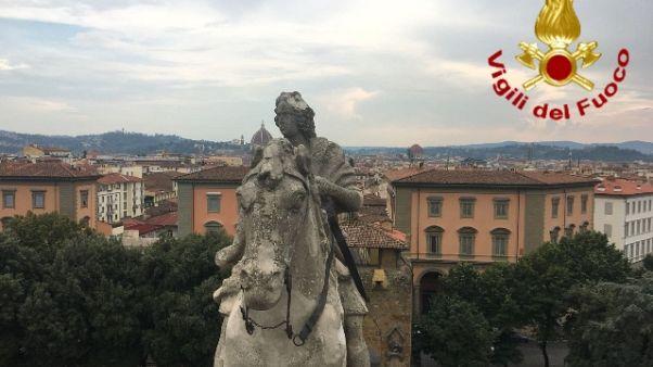 Fulmine colpisce statua arco Firenze