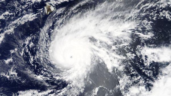 الإعصار لين يقترب من ولاية هاواي الأمريكية