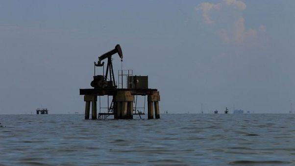 U.S. oil extends gains after crude inventories decline