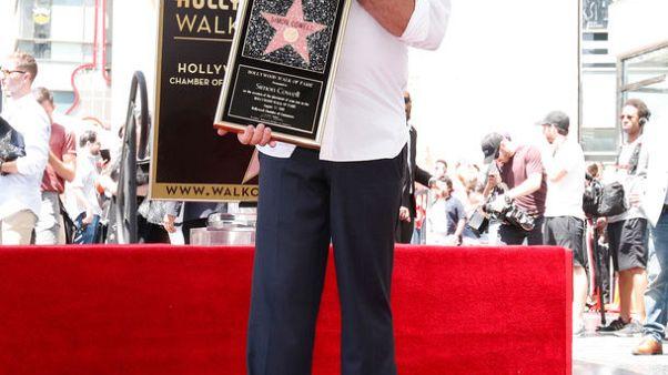 قطب الموسيقى سايمون كاول يحصل على نجمة بممر المشاهير في هوليوود