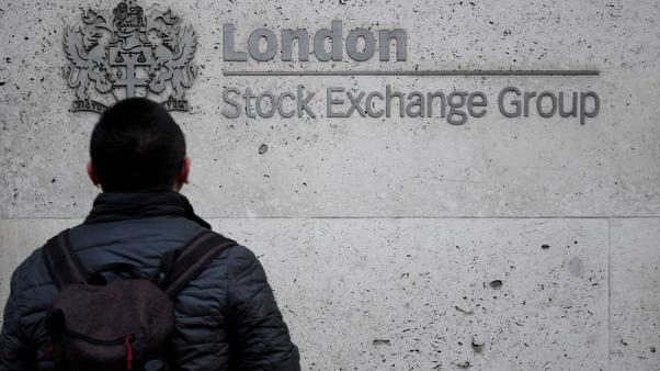 FTSE cautiously down, trade fears weigh