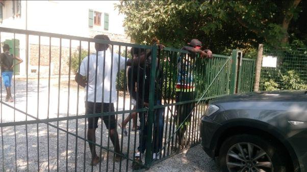 Migranti, protesta per condizioni igiene