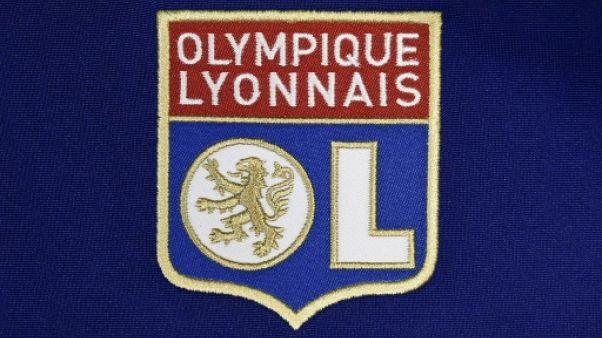 Logo de l'Olympique lyonnais sur un maillot, le 6 août 2015
