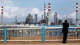 أسعار النفط تستقر لكنها تتعرض لضغوط من الحرب التجارية بين أمريكا والصين