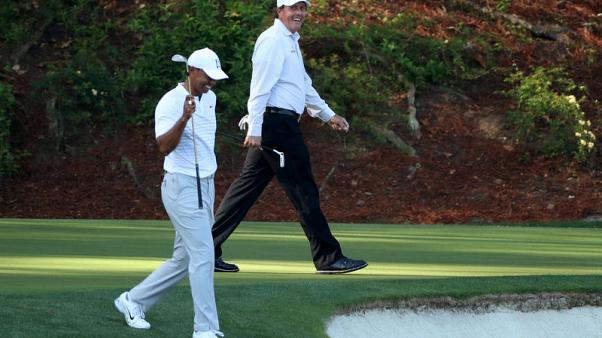 Knockout unlikely as Woods, Mickelson step into PPV ring