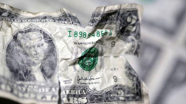 الدولار يهبط مع ترقب المستثمرين لكلمة رئيس الاحتياطي الاتحادي