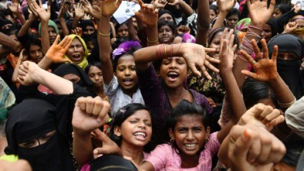 """""""Jour noir"""" dans les camps rohingyas, un an après l'exode de Birmanie"""