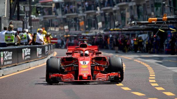 Ferrari corre con stemma ponte Genova