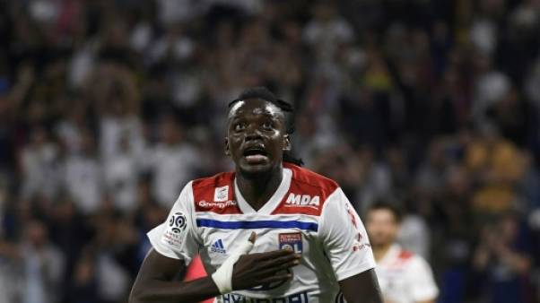 Ligue 1: Lyon bat Strasbourg 2-0 et recolle au groupe de tête