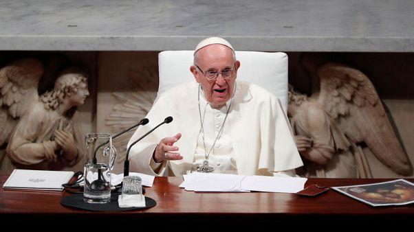 البابا يندد بالانتهاكات الجنسية لرجال الدين والفساد داخل الكنيسة