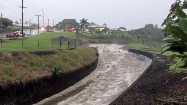 العاصفة المدارية لين تتسبب بأمطار غزيرة وسيول جارفة في هاواي