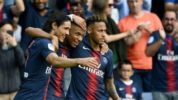 Le Paris SG bat Angers 3-1, grâce à Cavani, Neymar et Mbappé